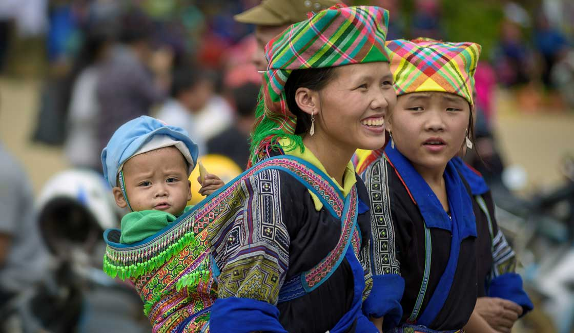 Women with a child of the ethnic group