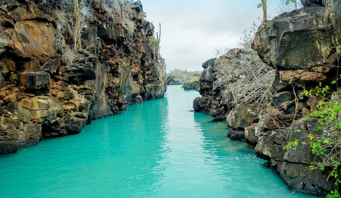 Turquoise water in the geological crack