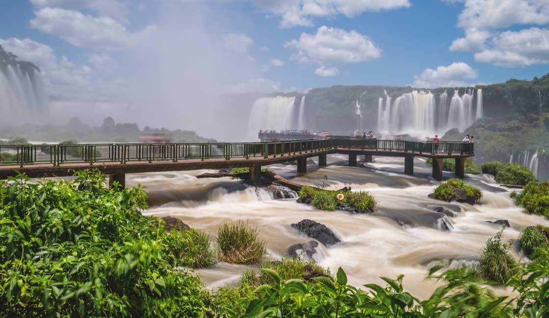 Massive falls of Iguazu