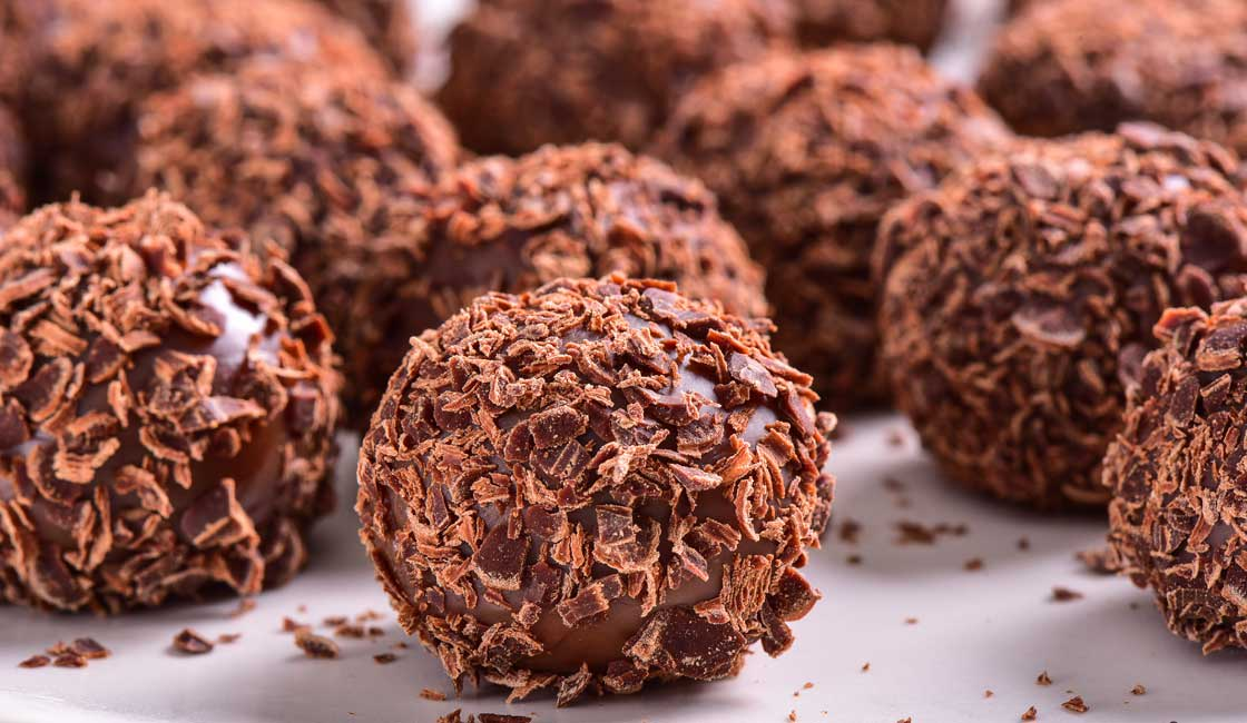 Chocolate balls with chocolate flakes