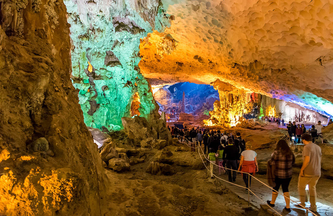 Sung,Sot,Cave,In,Halong,Bay,,Vietnam