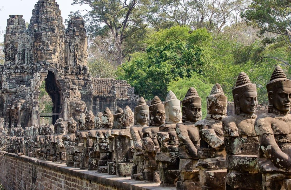 stone statues at angor thom