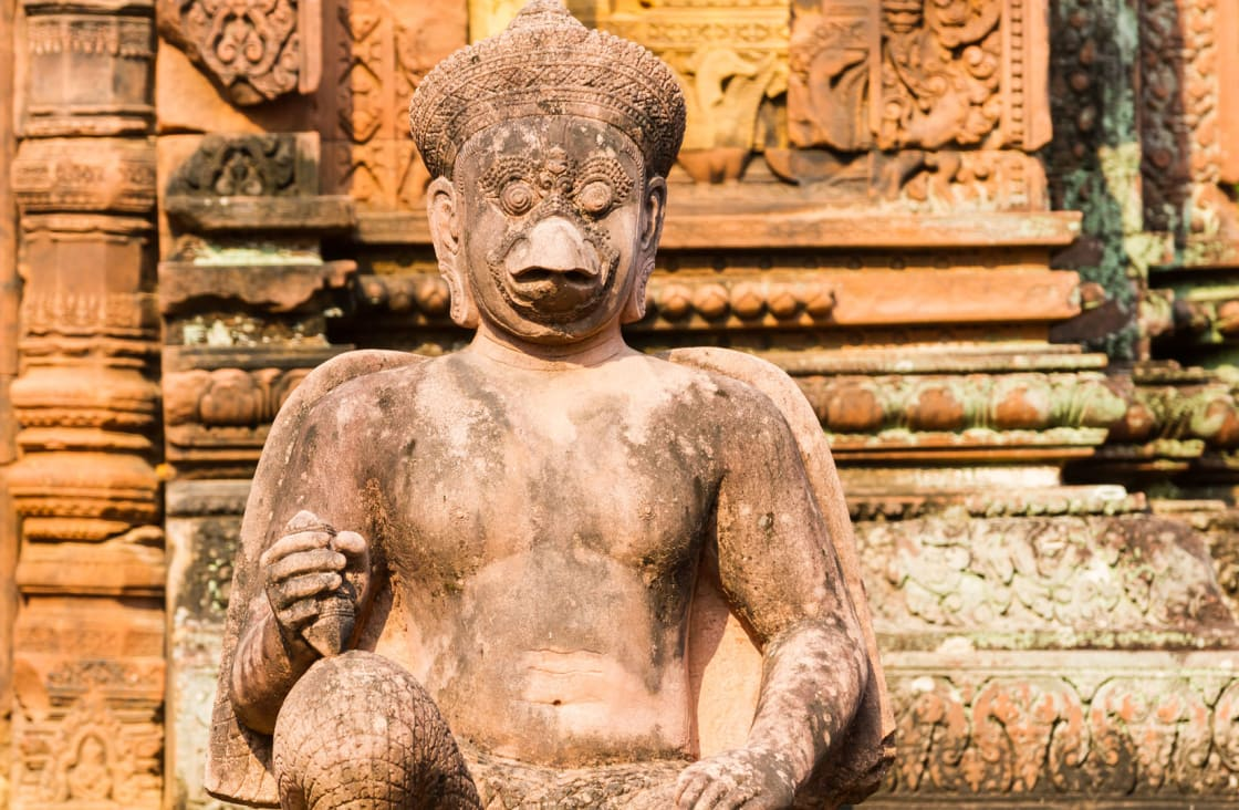 statues at banteay temple