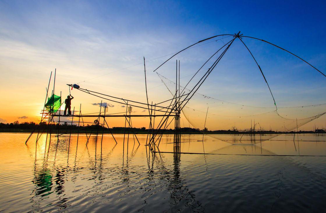 fishing at tonle sap lake