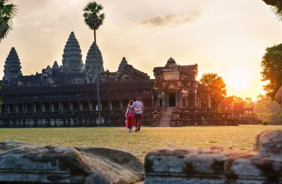 honeymooners at angkor temple
