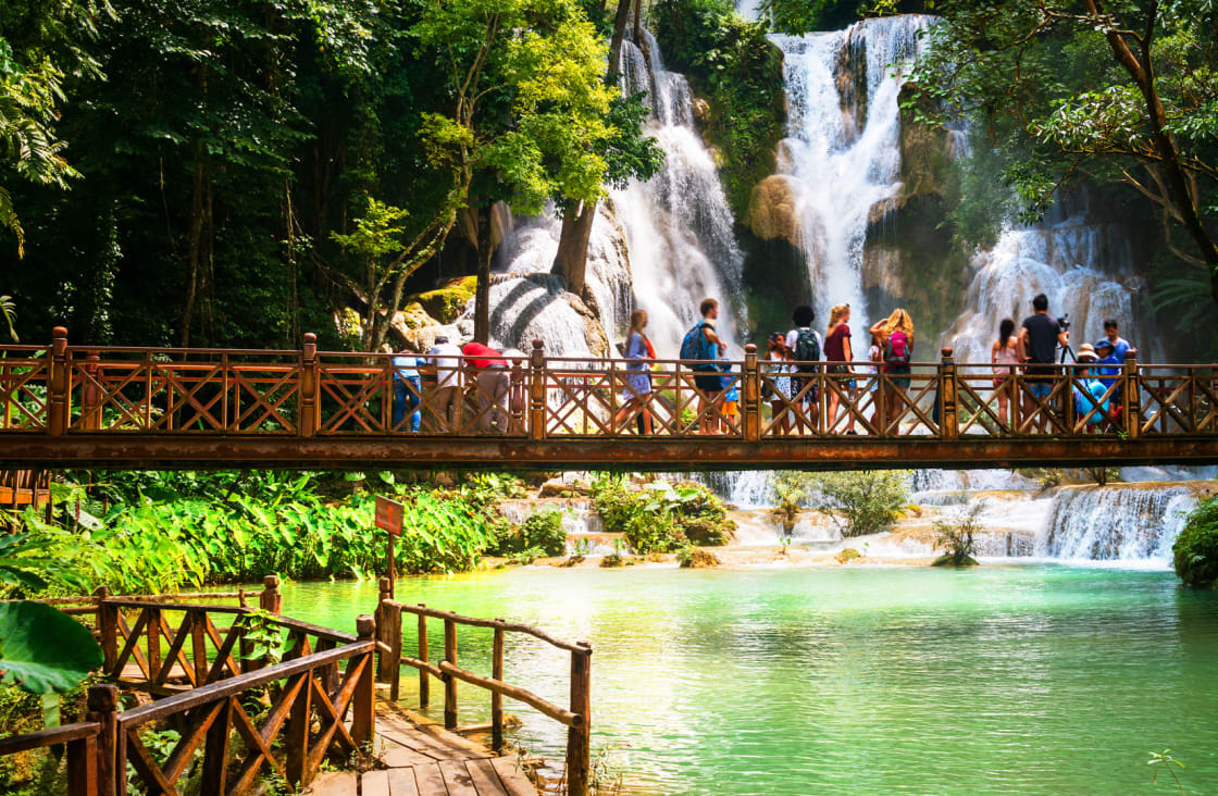 Kuang-Si-Waterfall bridge