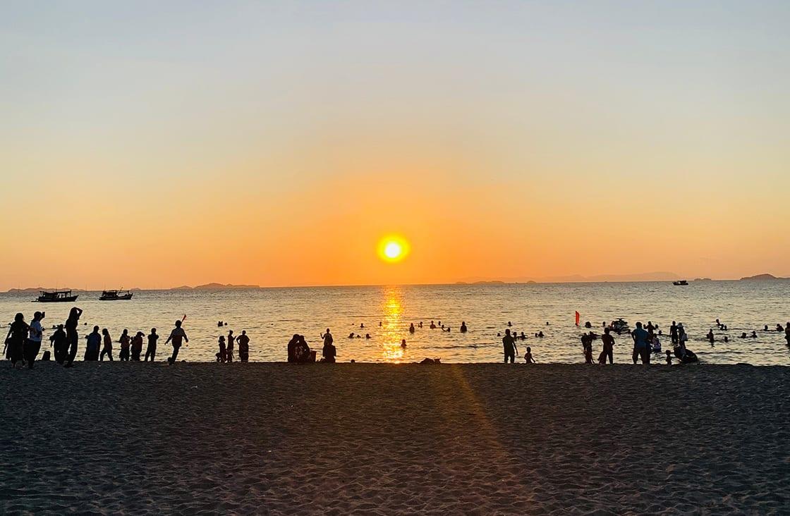 The,Sun,Is,Setting,On,The,Beach,Of,Mui,Nai beach