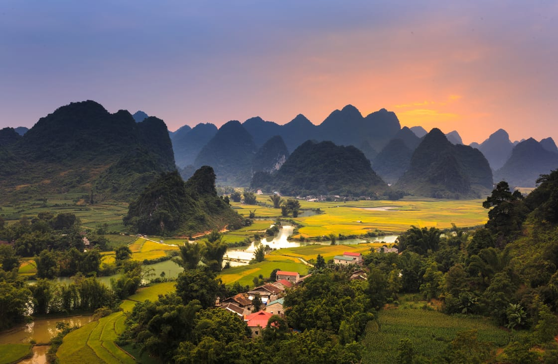Magical,Sunset,On,The,Area,Near,Mountain,Phong,Nam,,Cao