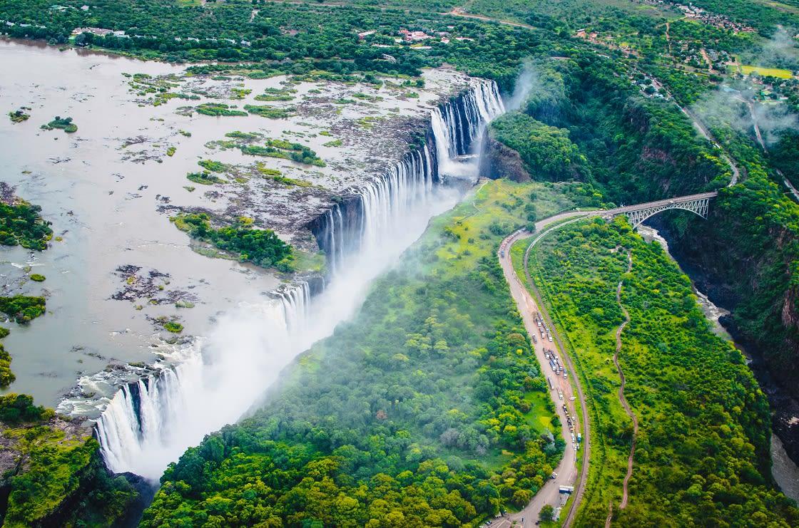 Victoria Falls (tokaleya Tonga:,Mosioatunya the Smoke That Thunders Is