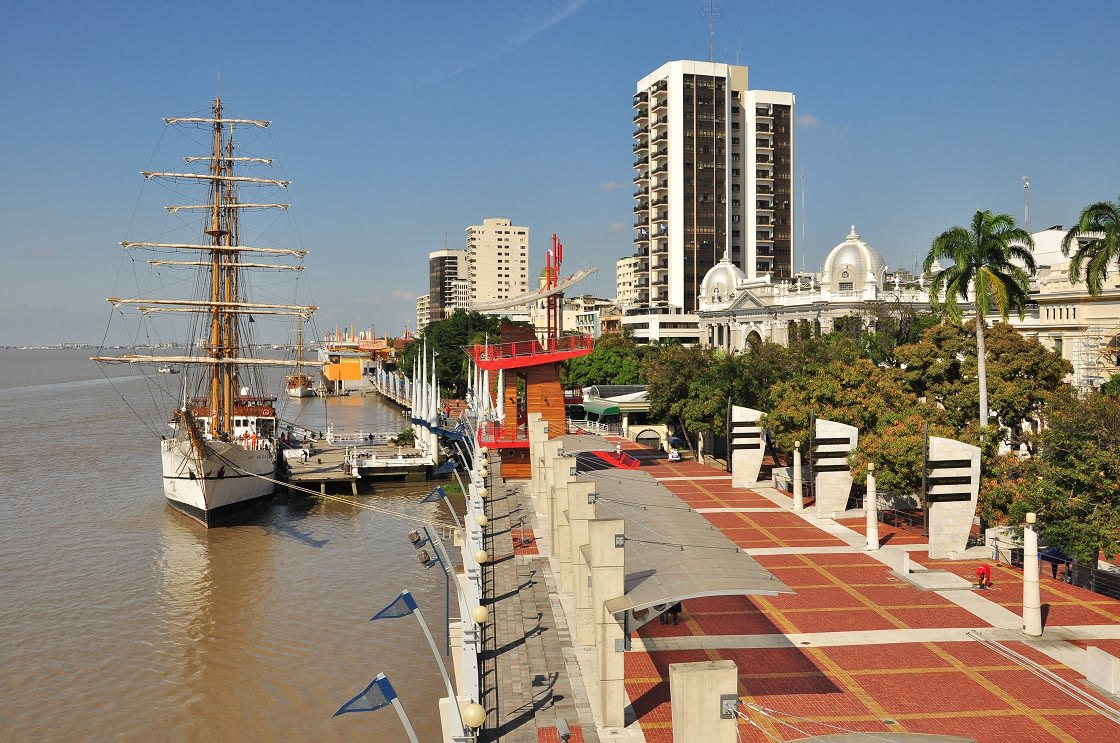 10-Ecuador-Tourist-Attractions-Malecon-Boardwalk