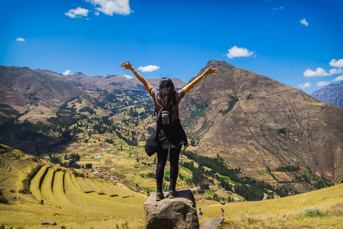 Tourist,Contemplating,The,Landscape,Of,The,Sacred,Valley,In,Pisac,