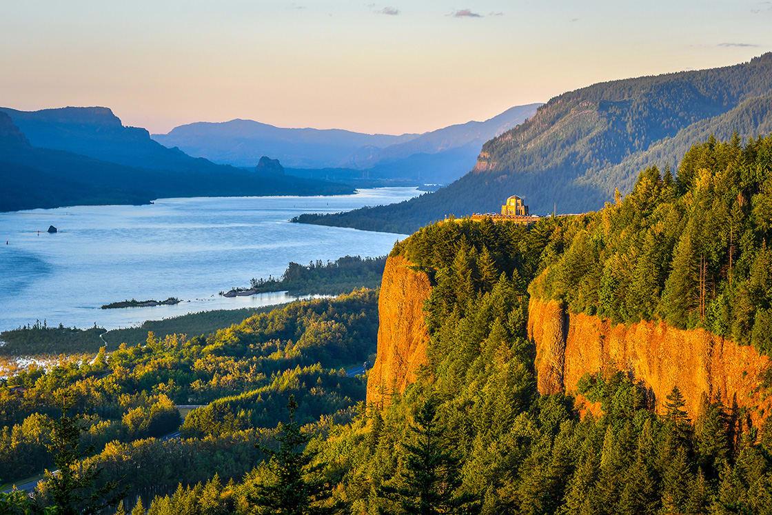 Sunset,At,Columbia,River,Gorge,,Oregon