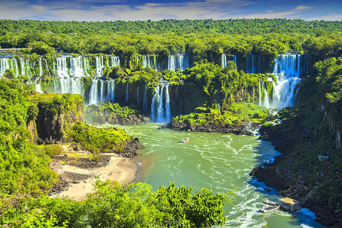 8-Best-Places-To-Visit-In-Argentina-Iguazu falls