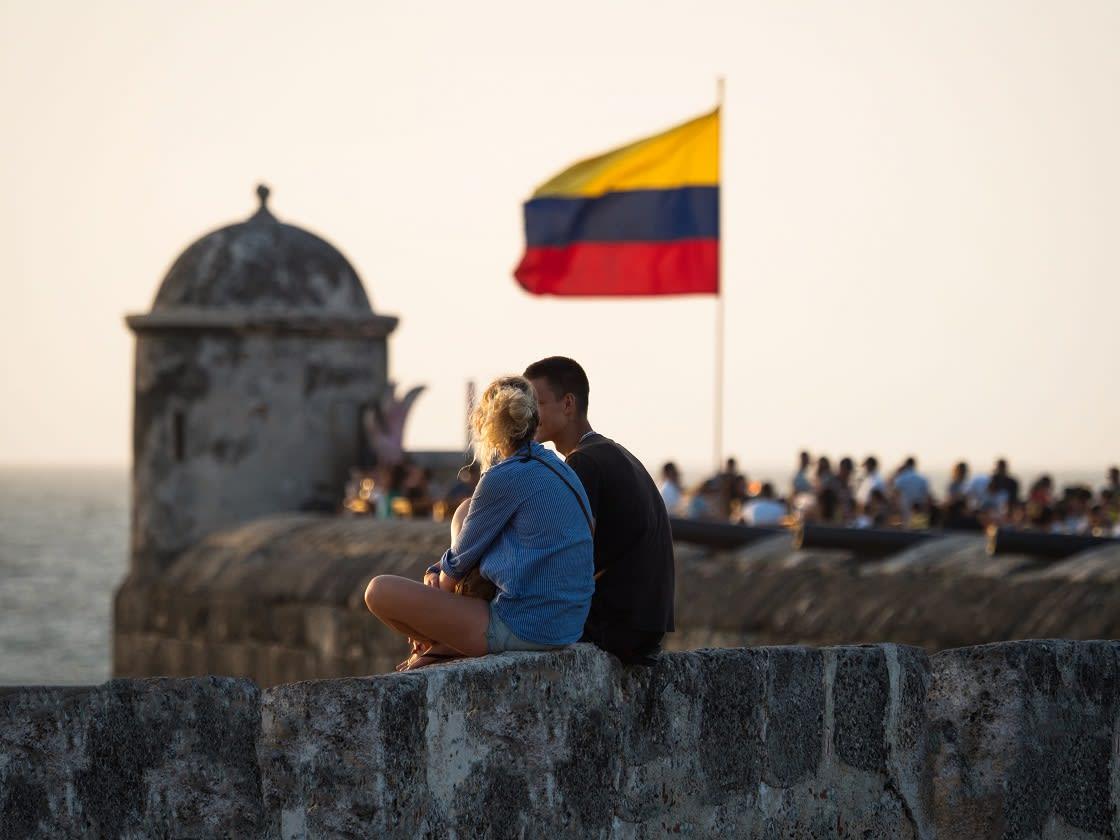 Couple Sitting On The City Wall, Bastión de Santo Domingo