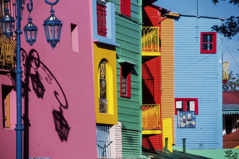 Caminito is a traditional alley in la boca, buenos airaes