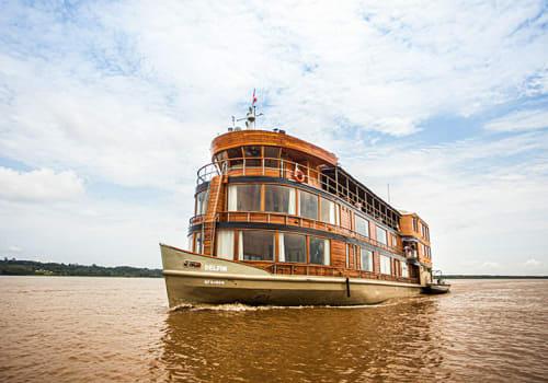 Delfin II cruising the Amazon