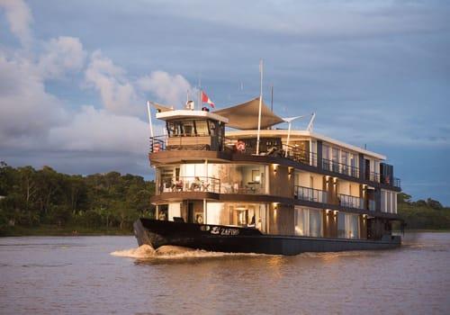 Zafiro cruising the Amazon