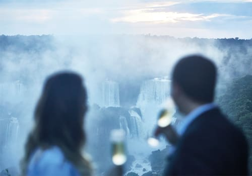 coupls sipping champagne Iguazu