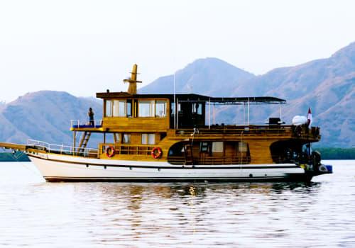 La Unua boat