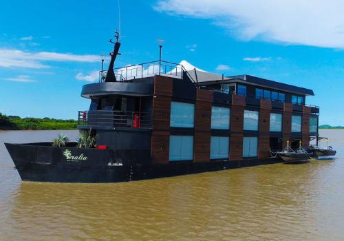 Peralta Pantanal Vessel on River