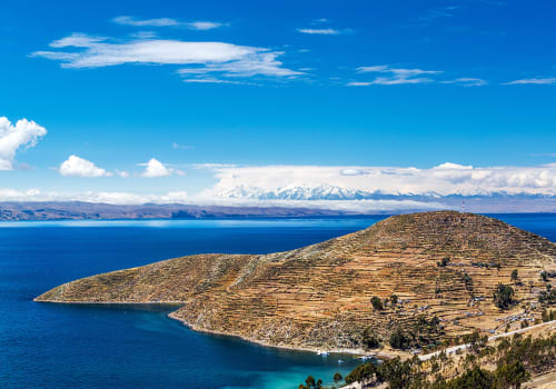 Terraced,Landscape,Of,Isla,Del,Sol,With,Andes,Mountains,In