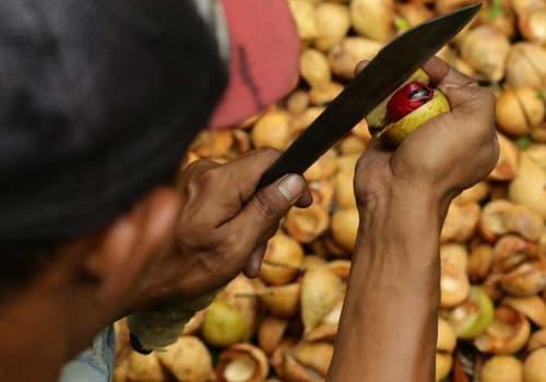 Man opening the nutmeg