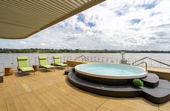Sun Deck Delfin III Pool