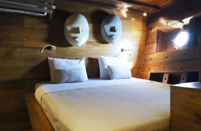 Double bed under a porthole