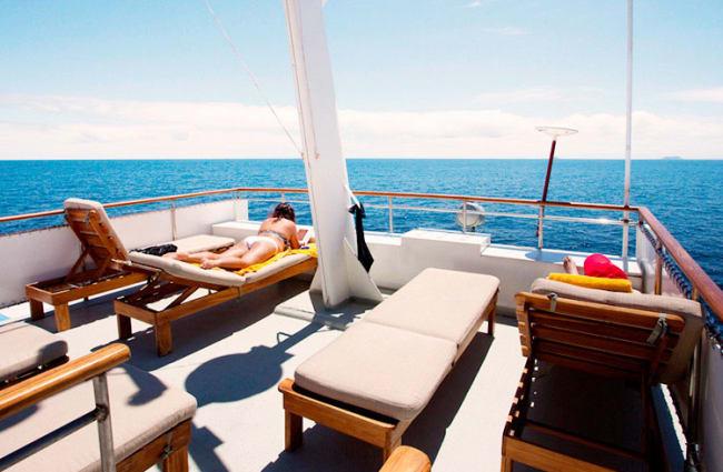 Sun deck sitting area
