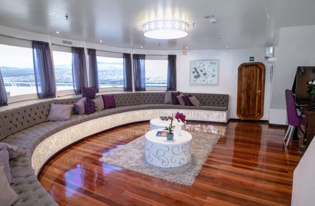 Lounge with panoramic windwos