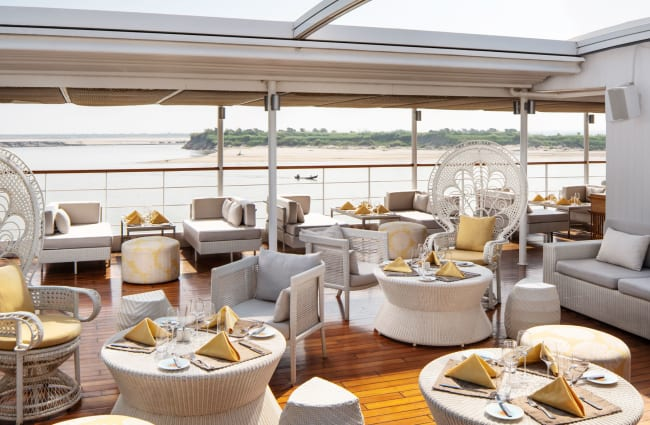 Siun deck with tables and armchairs