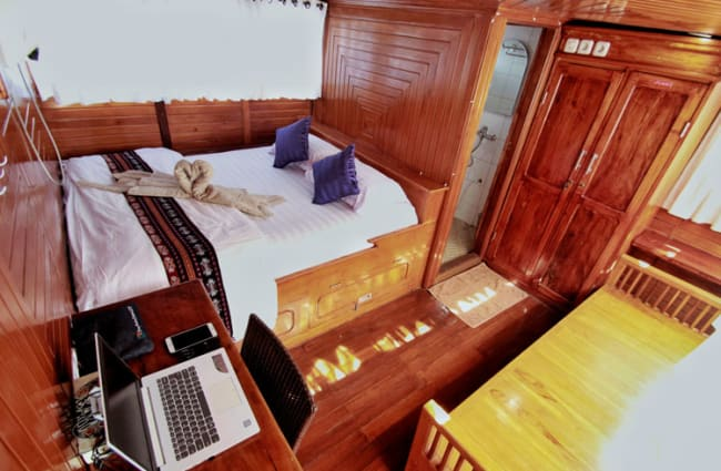 Double bed and a desk in a cabin