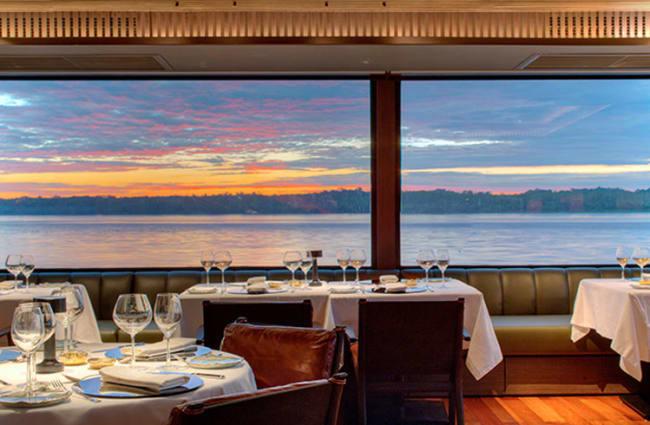 Dining room on Aqua Nera