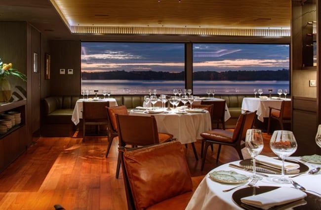 Dining room an Aqua Nera