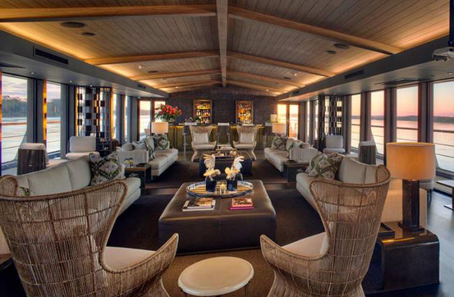 Lounge onboard Aqua Nera