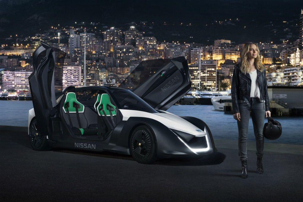 Bomba nővel csinálnak kedvet a zöld rendszámos autókhoz
