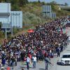 Több száz bevándorló indulóban még Törökországban egy autópályán... (AP Photo) | ClimeNews
