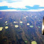 Metánban gazdag termokarsztos tavak kialakulása ott, ahol korábban még fagyott volt a talaj. - Hudson Bay, Kanada, 900 kilométerre Grönlandtól.
