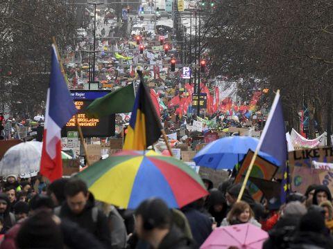 Legalább 70 ezer ember vonult utcára vasárnap Brüsszelben