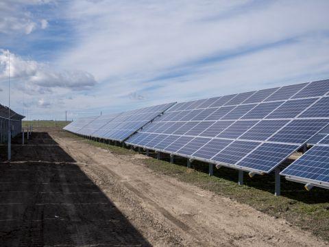 Az újonnan átadott paksi naperőmű napelemtáblái 2019. március 5-én. | ClimeNews - Hírportál
