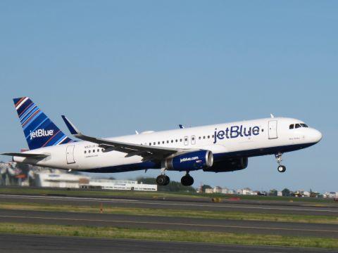 A jetBlue is kompenzálni fogja a belföldi járatok emisszióját
