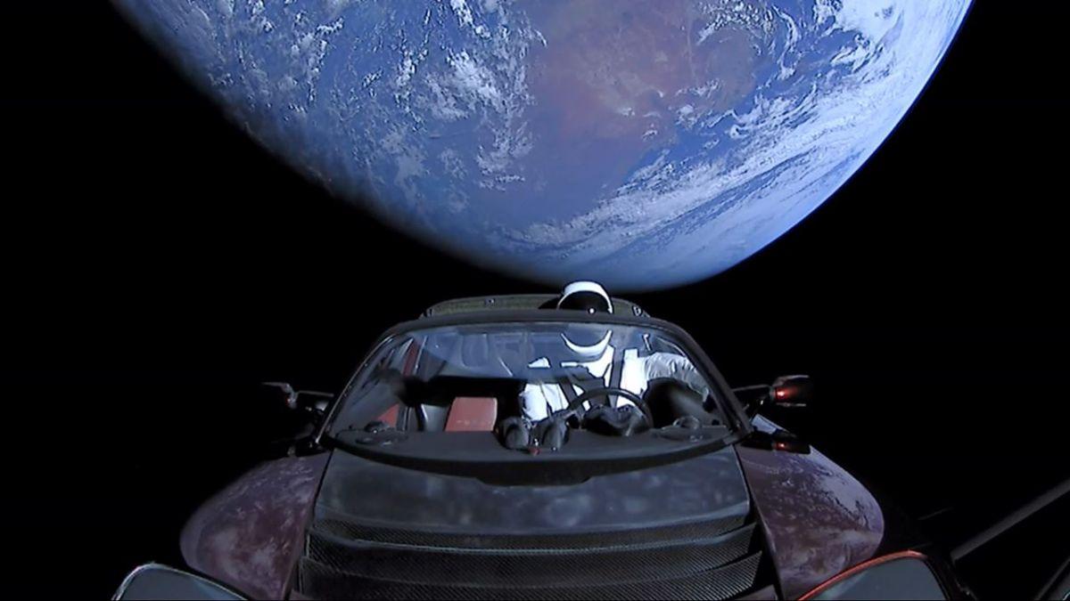 2018. február 6-án a SpaceX Falcon Heavy rakétája sikeresen felvitt az űrbe egy Tesla Roadstert.