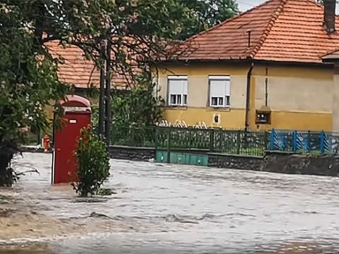 Villámárvíz öntötte el Dédestapolcsányt