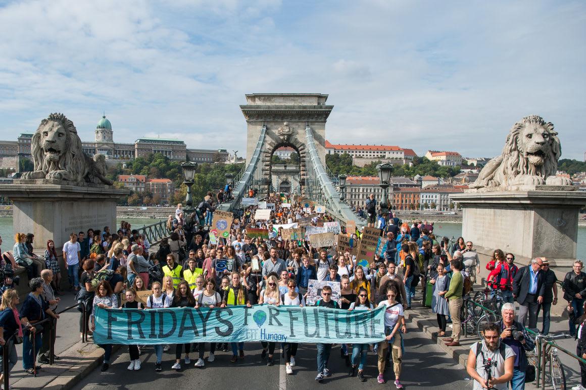 Több ezer ember a budapesti klímatüntetésen (frissítve)