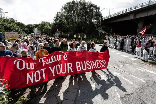 A mi jövőnk, nem a ti üzletetek!