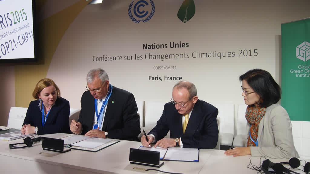 Aradszki András energiaügyért felelős államtitkár és Yvo de Boer - COP21 Napról napra - ClimeNews