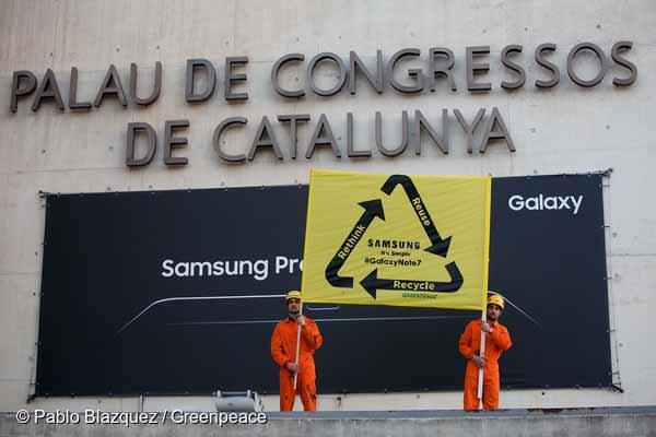 A Greenpeace az okostelefonok újrahasznosítását követeli a Mobil Világkongresszuson