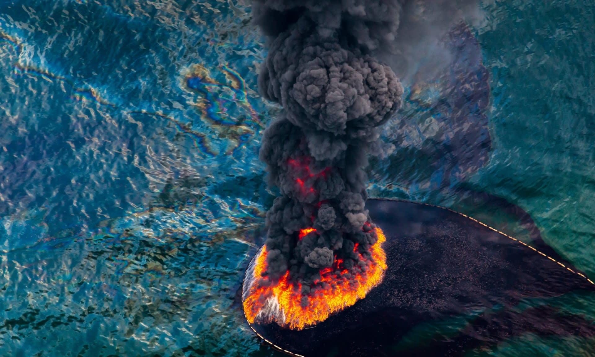 Égő olajfolt, fotó: Daniel Bertra/Greenpeace | ClimeNews
