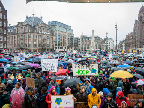 """40 ezer ember vonult fel az első amszterdami """"klímameneten""""   ClimeNews - Hírportál"""