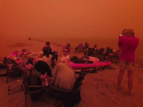 Vízpartokra menekülnek az emberek az Ausztrál tűz elől!   ClimeNews